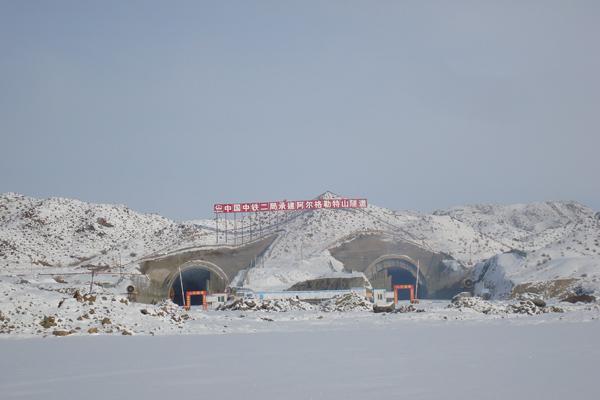 乌阿高速公路阿尔格勒特山隧道